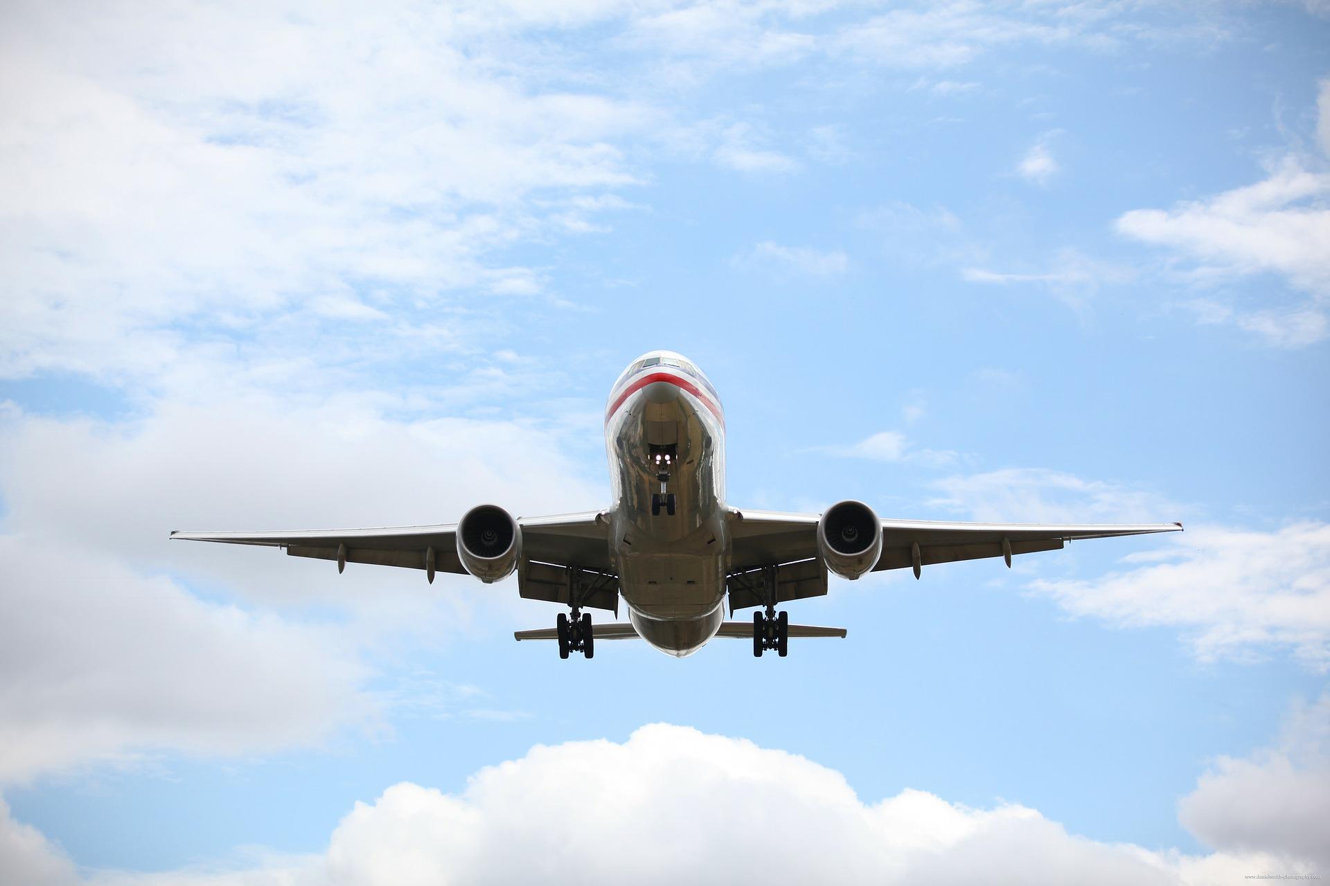 image d'un avion qui vol